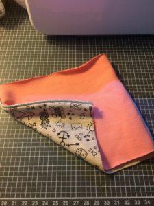 {DIY} Etui à mouchoirs lavables. Tuto couture Zéro déchet. Pas à pas couture facile pour coudre une pochette en tissu pour stocker vos mouchoirs.
